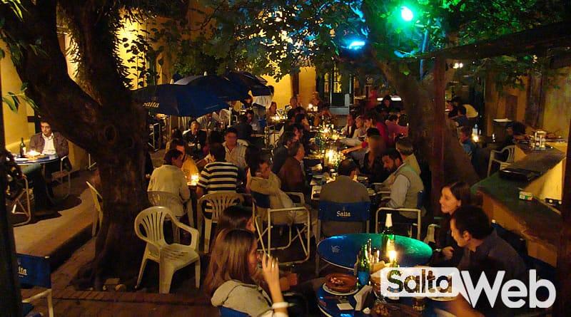 Casona del Molino patio con turistas