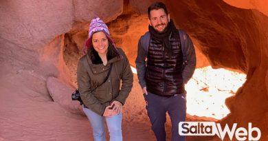 Turistas en las cuevas los Colorados