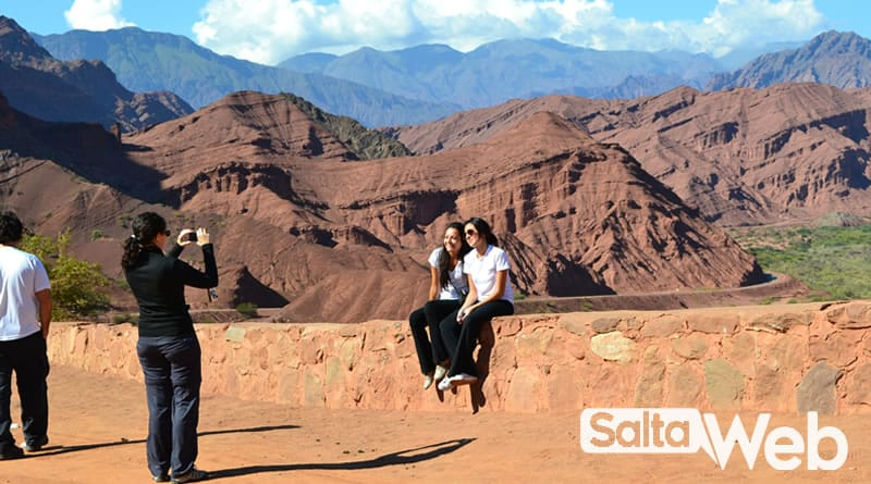turistas en tres cruces cafayate
