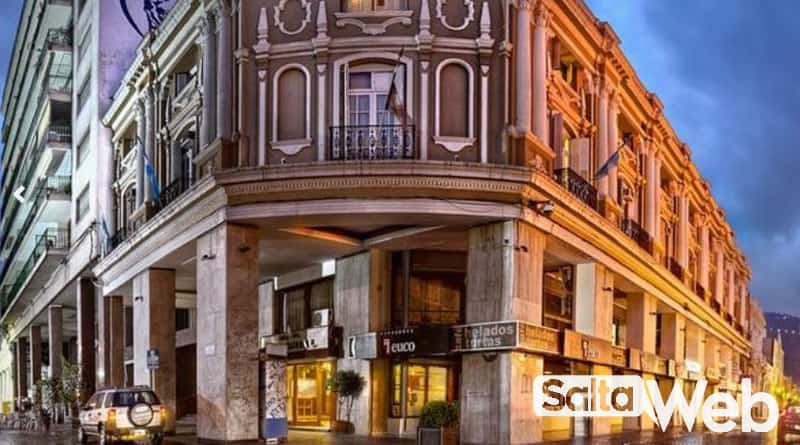 hotel colonial de noche