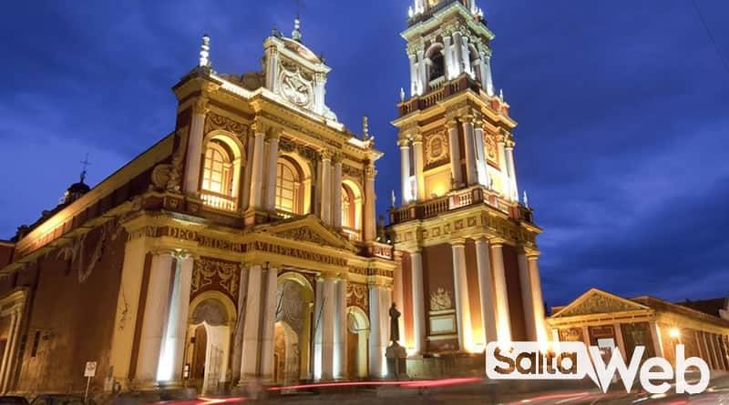 iglesia san francisco de noche