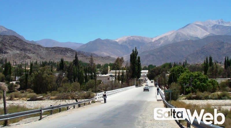 entrada al pueblo de cachi