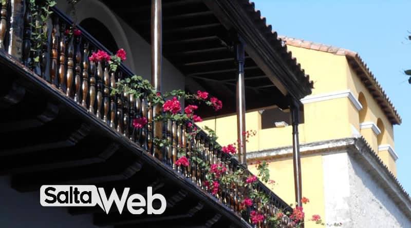 balcon con geranios salta